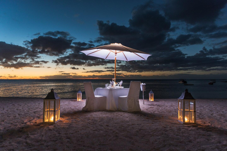 mruxr-beach-dinner-setup-0472-hor-clsc